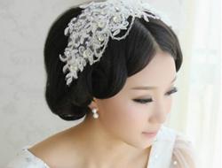 婚礼上出彩的清新纯净盘发新娘造型