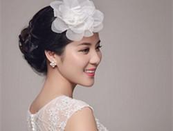 精致妆容搭配漂亮发饰 韩式新娘妆特点有哪些