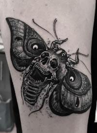 飞蛾搭配骷髅的一组school纹身图案