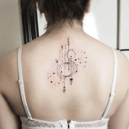 几款适合天蝎座的蝎子纹身图片