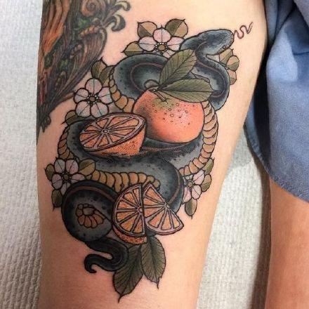 school风格的一组水果系列纹身图片
