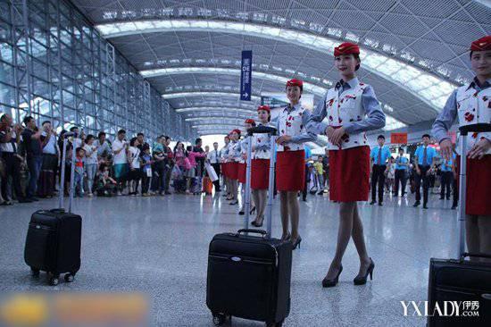 成都空姐机场热舞小苹果为哪般?