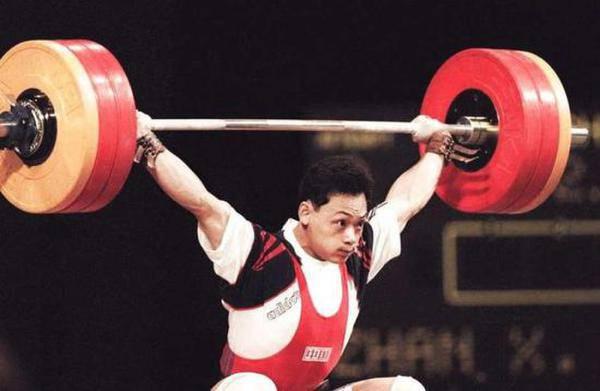 占旭刚挂职县委常委 系奥运会冠军五次刷新世界纪录
