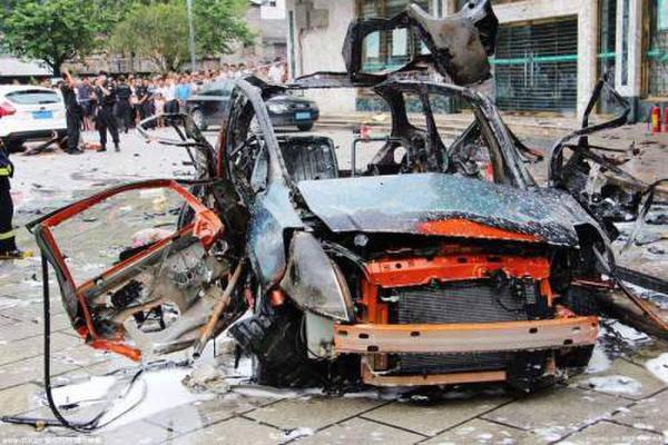 男子追求警察妻子受挫 网购炸药炸死警察