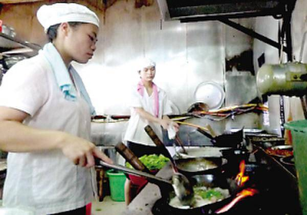 厨师因红烧肉互殴 两人因放辣椒问题起争执