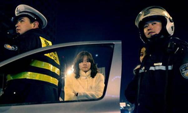 女司机夜间醉驾撞死3人后仍酣睡