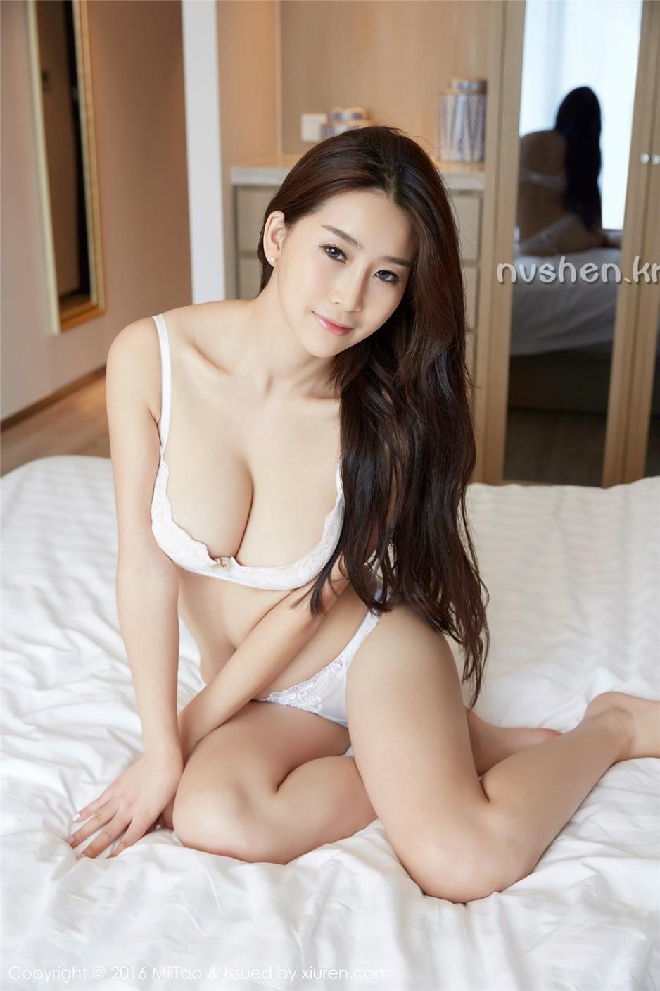 性感漂亮的美女真希唯美私房人体写真