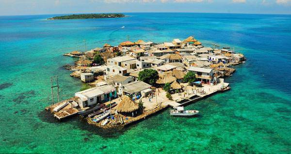全球最拥挤岛走红 揭秘岛民如何生活