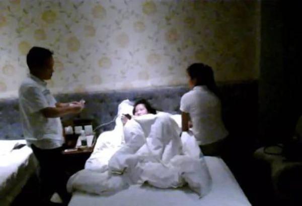 官员与两妙龄女学生开房 回应称被灌了麻醉药