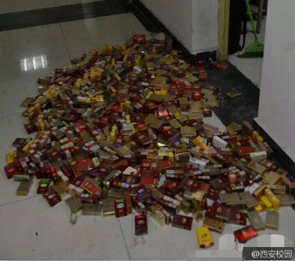 4年抽700多盒烟花上万元 不担心室友的肺吗?