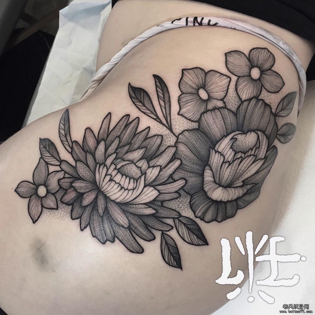 臀部欧美性感花卉点刺纹身图案