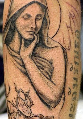 天使女孩和蝴蝶纹身图案