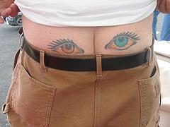 臀部彩色的眼睛纹身图案