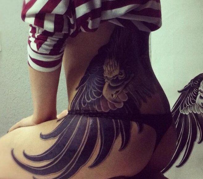 创意翅膀臀部纹身