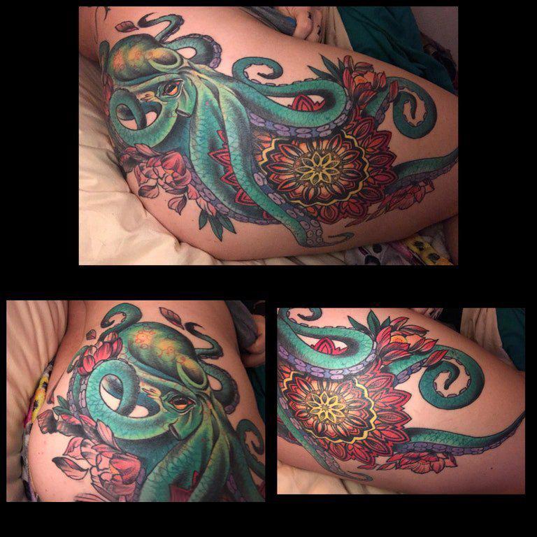 章鱼纹身图案  女生臀部彩色的章鱼纹身图片