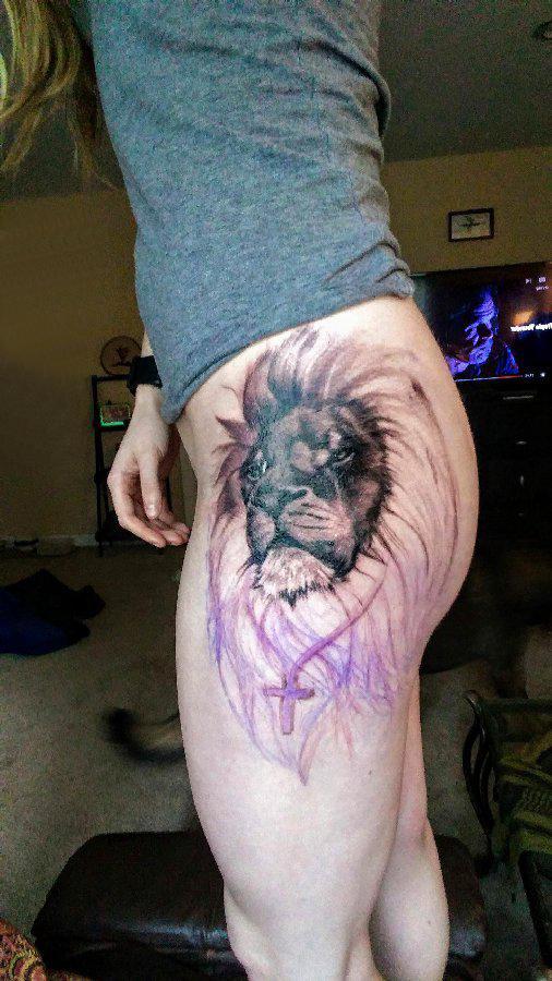 狮子王纹身  女生臀部彩绘的狮子王纹身图片