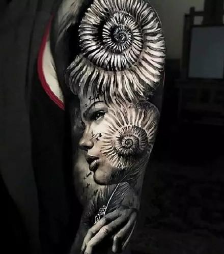 花臂纹身-气场无敌的男士花臂纹身10个男人9个爱的纹身图片