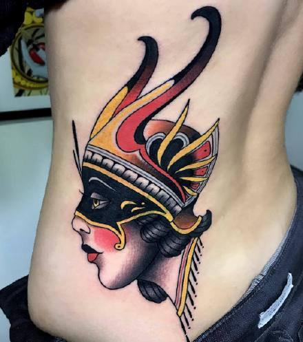 新传统风格纹身图案-各具特色欧洲风的女人们纹身图片