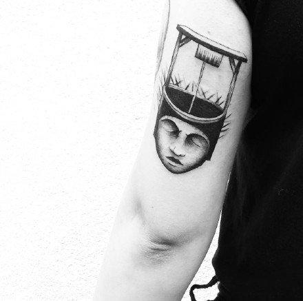 有点暗黑又有点可爱的手臂腿部小纹身图案欣赏