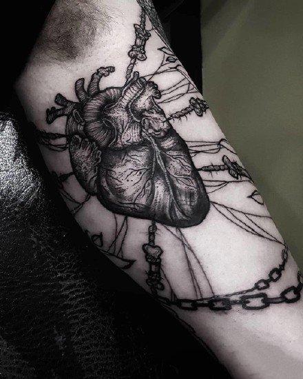 暗黑风格的一组9张小暗黑的纹身图案欣赏