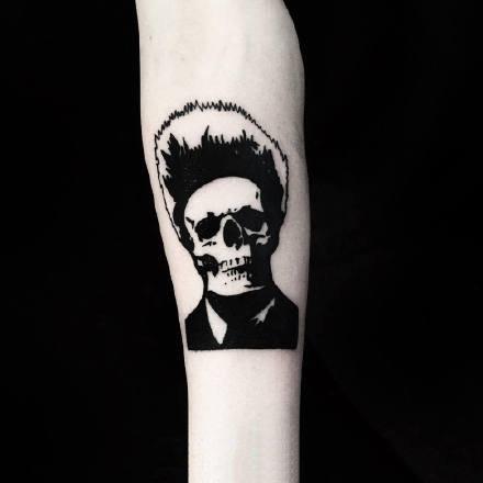 深黑色的一组9张创意骷髅纹身图案欣赏