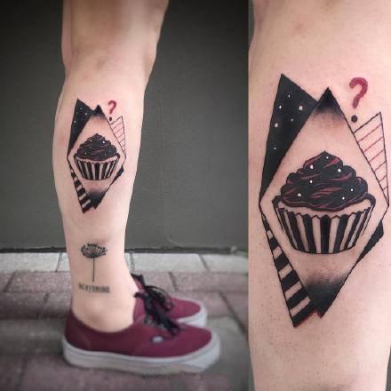 黑色和红色搭配元素的一组个性小纹身图案