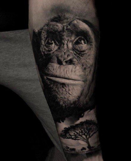 欧美黑灰写实纹身:大臂和大腿上逼真的欧美3d写实纹身图案