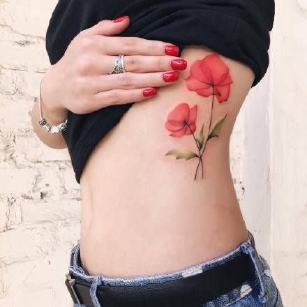 适合女生的一组红色调小清新纹身图案欣赏
