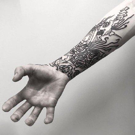 很奇妙的线条组成的黑灰色点刺纹身图案9张