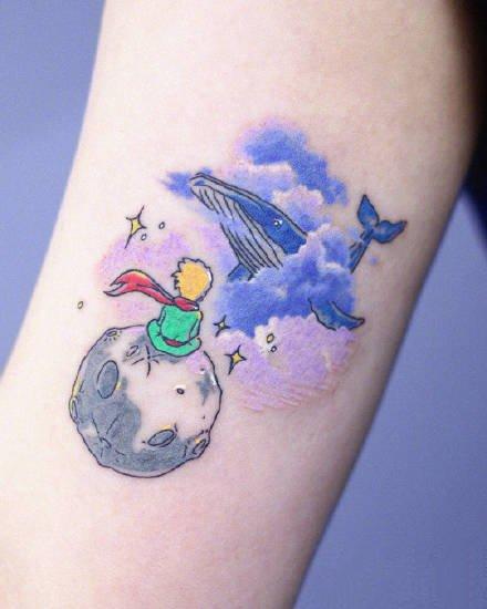 纹在手臂上的一组蓝色系小可爱纹身图片