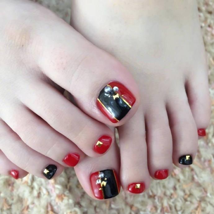 精致的小仙女,脚尖亮色美甲也要足够漂亮