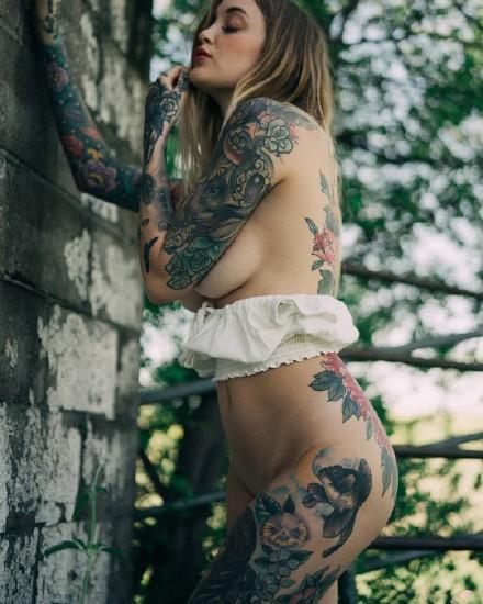 性感的一组国外女模特纹身美女图片欣赏