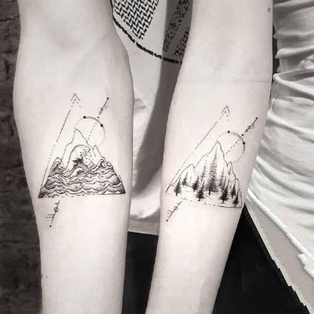 黑灰色点刺风格的一组小黑灰纹身