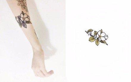 漂亮的一组精美植物花卉纹身图9张