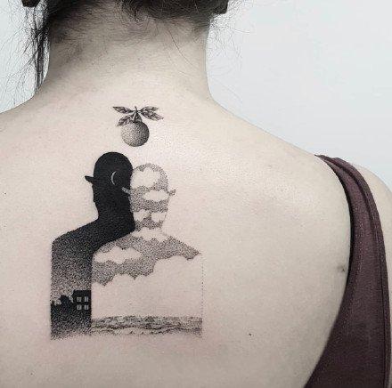 黑灰色调的一组黑色小点刺纹身图案