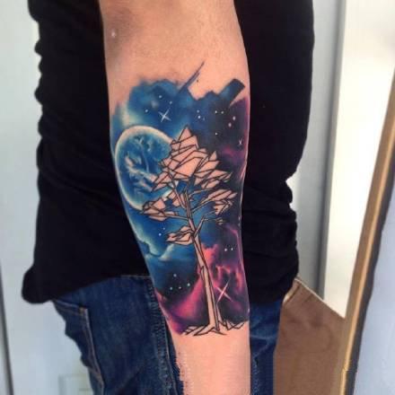 梦幻蓝红色调的水彩色纹身图片