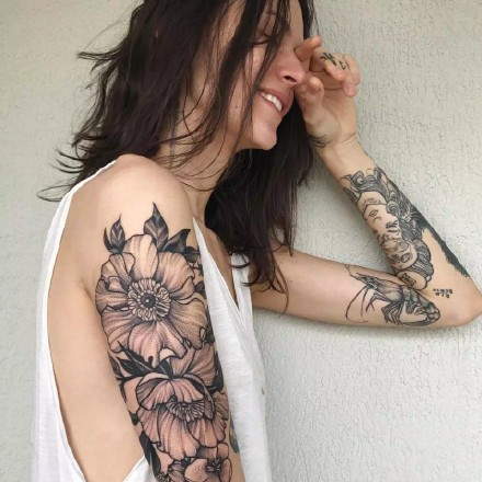 潮流女郎身上的系列纹身美女图欣赏