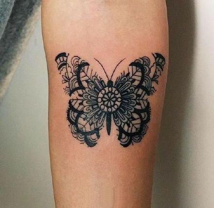 女孩子很喜欢的一组蝴蝶纹身图案9张