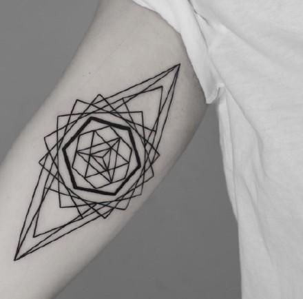 18张线条组成的个性几何图形纹身图案