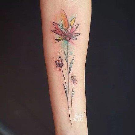 适合小臂上的小清新唯美花朵纹身图案
