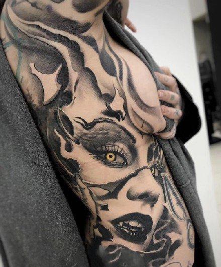 欧美黑灰写实的大面积纹身图案
