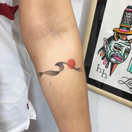 线条与彩色搭配的一组小清新纹身图案