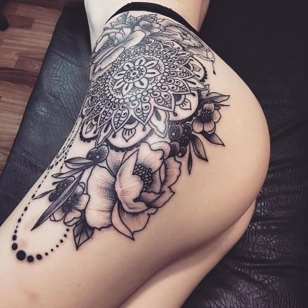 超性感的女性翘臀搭配纹身图片欣赏