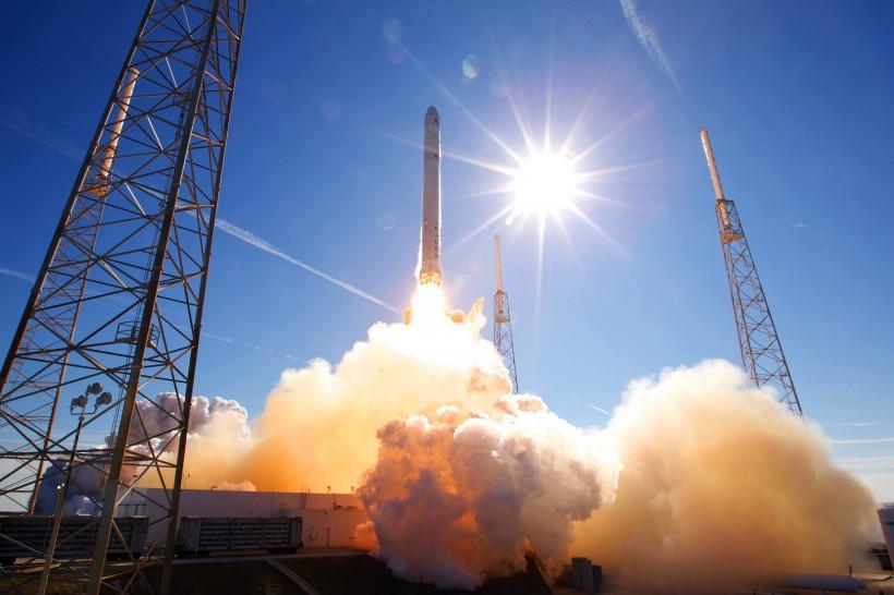 发射升空的火箭图片(12张)