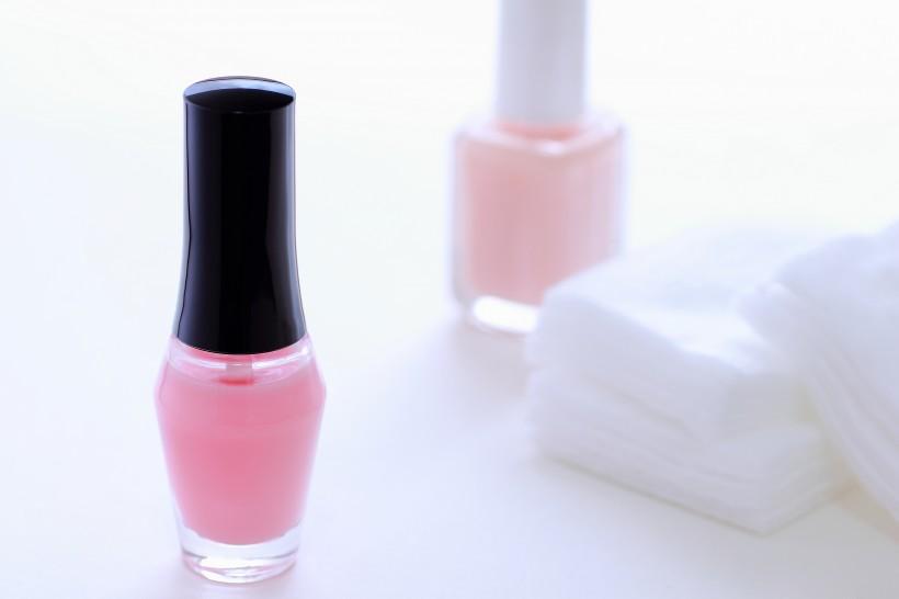 颜色艳丽的指甲油图片(10张)