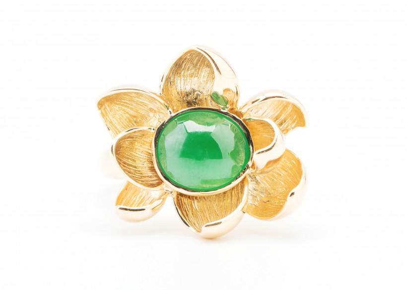 翠绿精制的玉石戒指图片(8张)