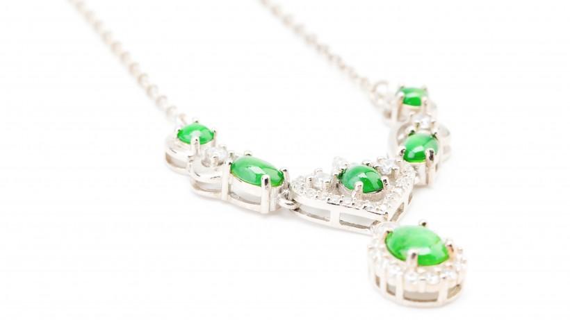 漂亮贵重的玉石项链图片(10张)