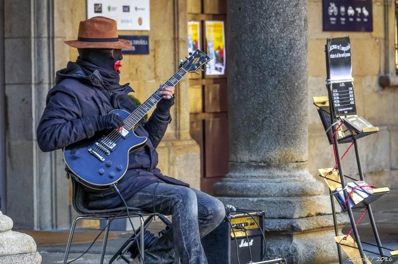 弹吉他的人物图片(15张)
