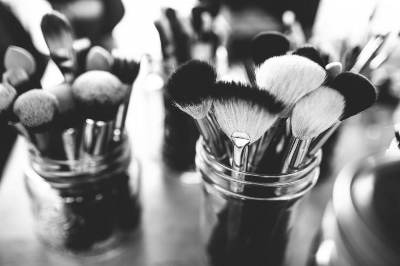 化妆品和化妆工具的图片(11张)