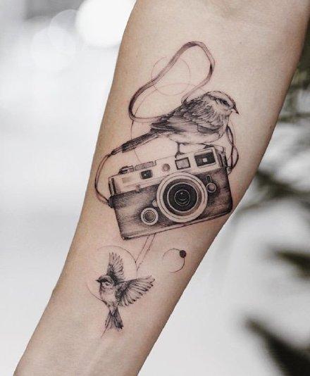相机纹身:9张关于照相机的纹身图片